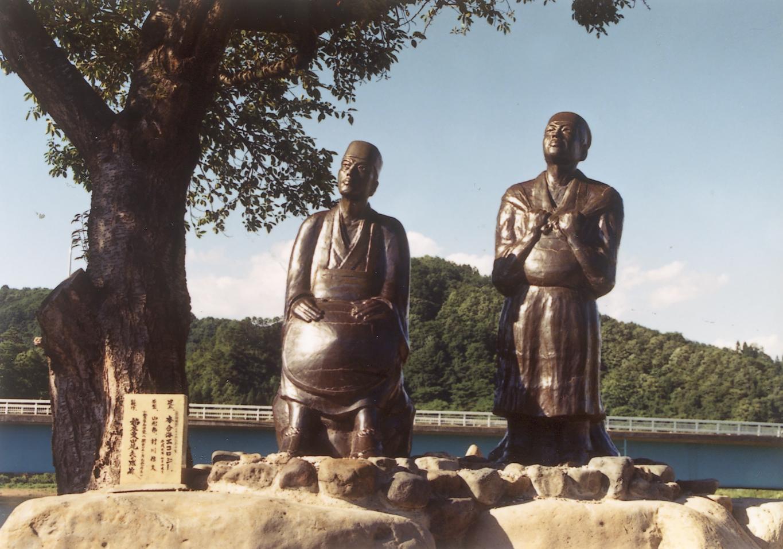 芭蕉・曽良陶像(新庄市本合海)