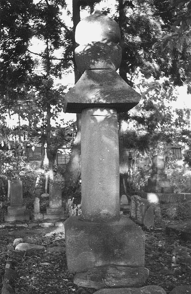焼寺内墓石