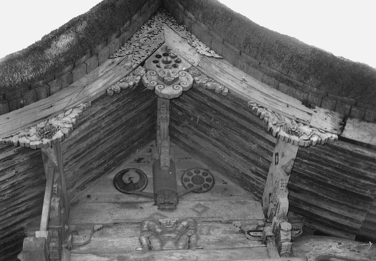 鳥越八幡神社鬼面の彫刻