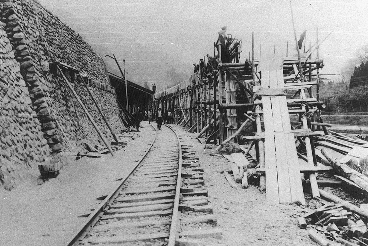 線路工事(大正4年)