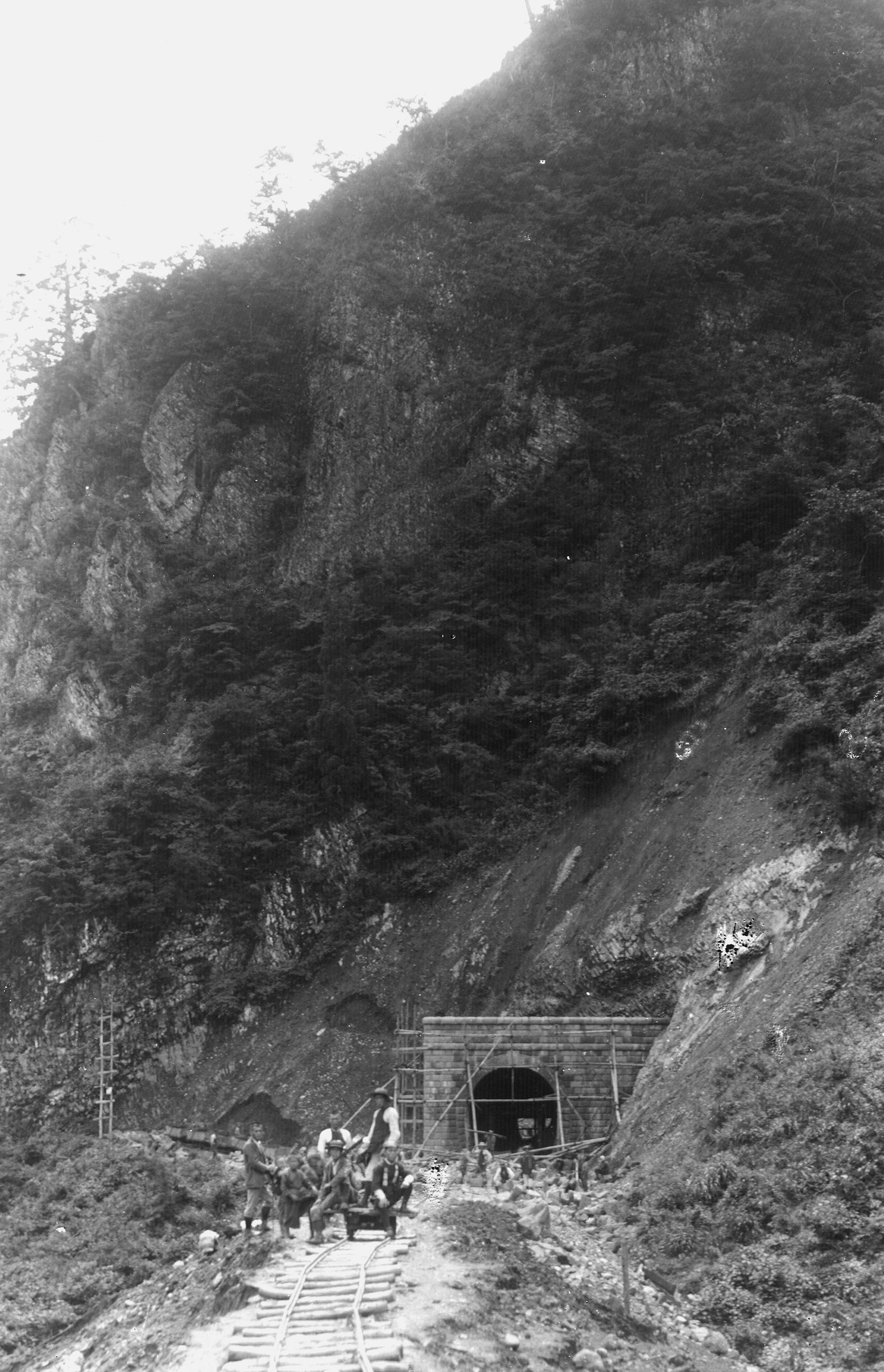 陸羽西線隧道工事(大正2年)