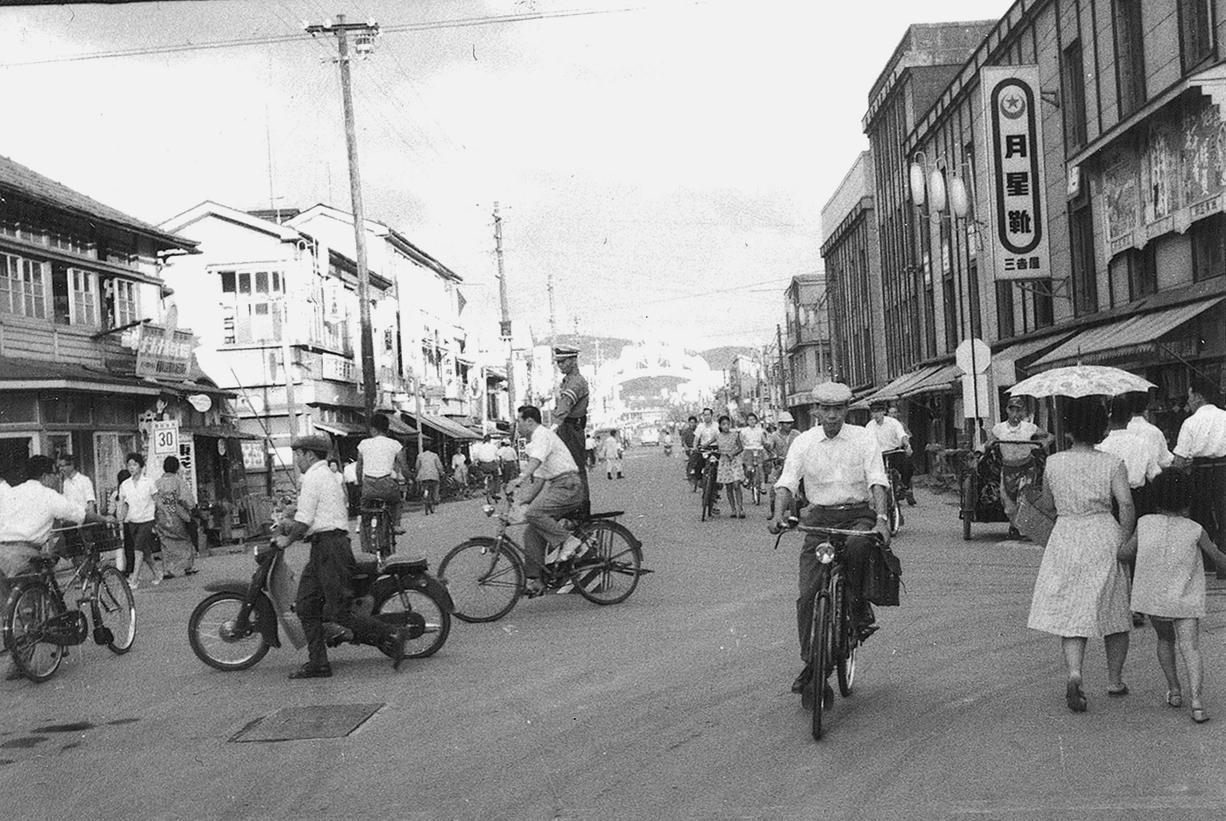 駅前通りの自転車