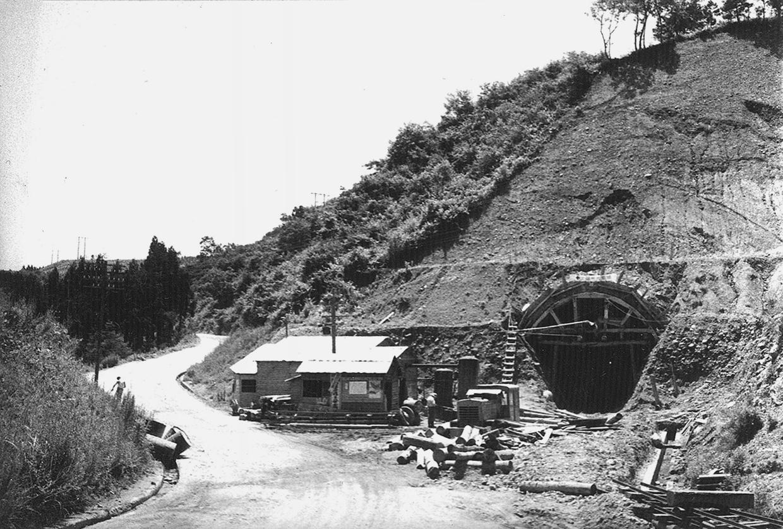 13国道のトンネル工事