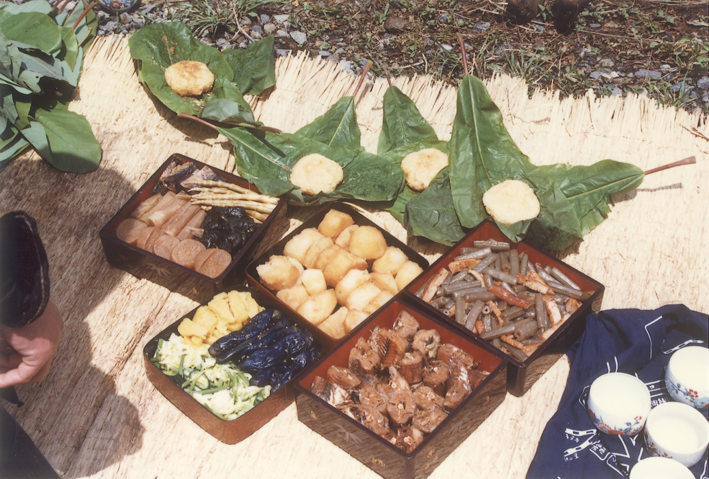 田植え時の食事(朴葉飯)