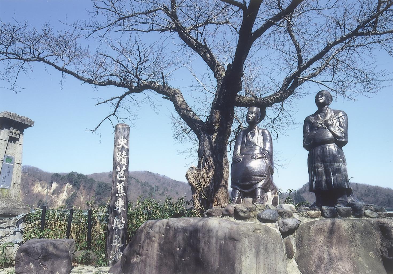 芭蕉と曽良の陶像~芭蕉乗船の地(本合海)