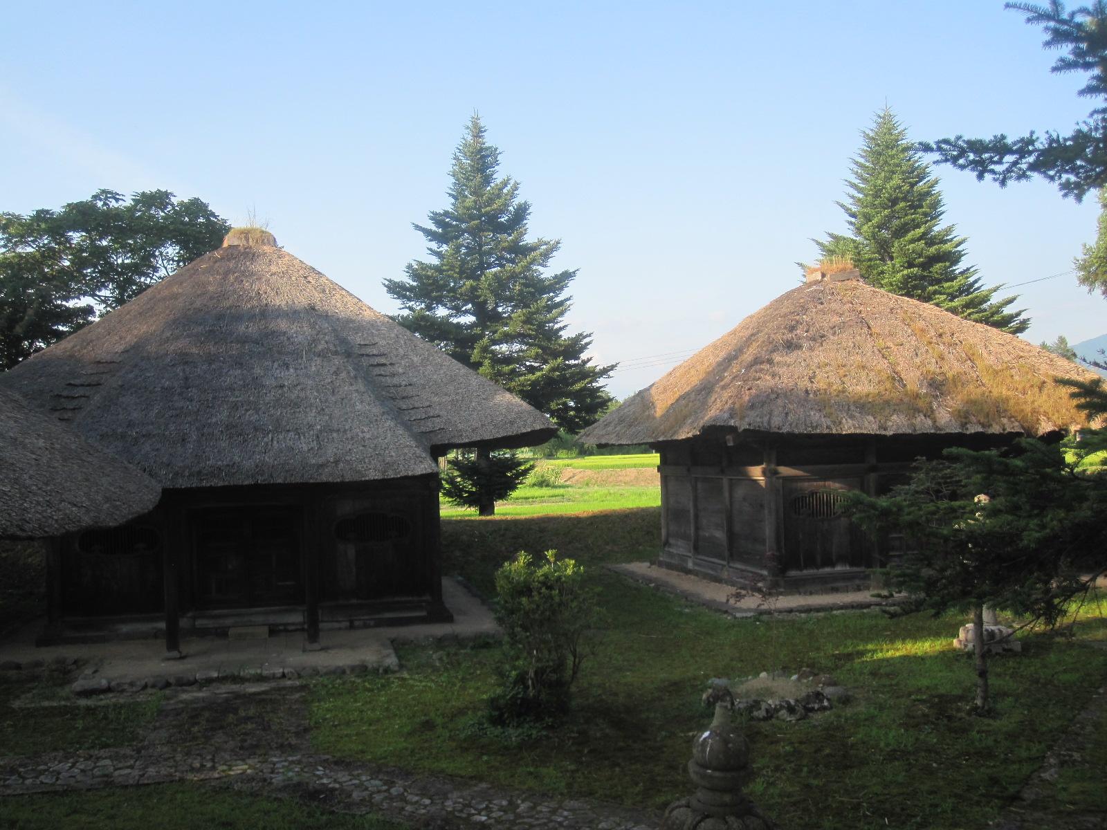 戸澤家墓所
