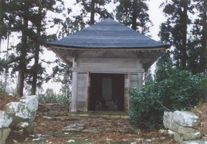 戸沢正誠の廟(桂嶽寺)