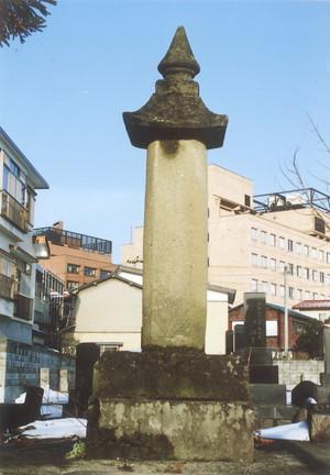 高岳院の墓(松巌寺)