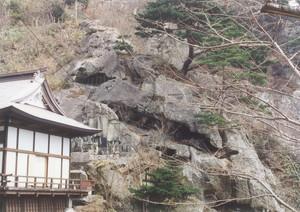 山寺にある戸沢家の墓