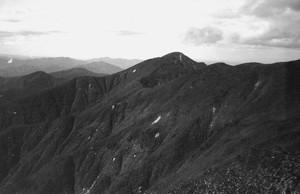 前神室山を望む