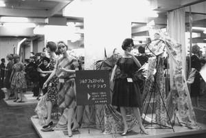 衣料品店マネキン展示