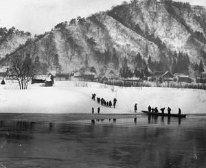 山と川と舟と人(雪景色)