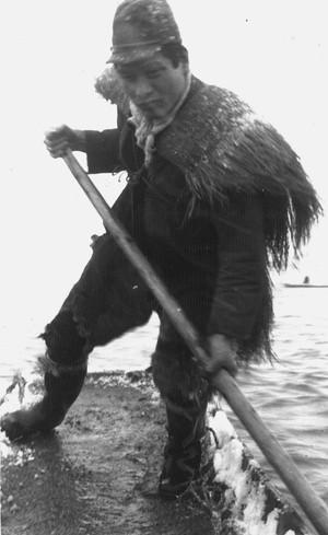 舟漕ぐ男性