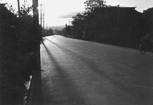 完成のアスファルト道路