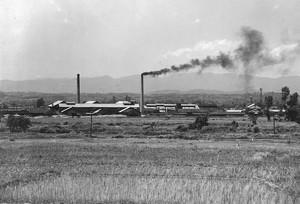 煙り立つ東北窯業遠景