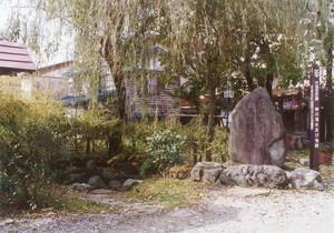 芭蕉句碑(柳の清水)