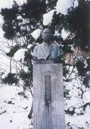 堤林数衛胸像(上西山)