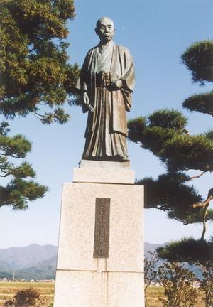 髙橋猪一銅像