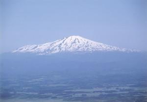 三角山から鳥海山を望む