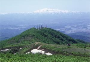 杢蔵山から月山を望む