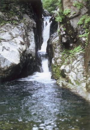 止まりの滝
