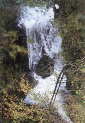 曲がりの滝