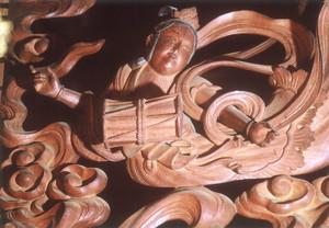 二代目出羽勘七作 会林寺本堂欄間の彫刻飛天(欄間右側)