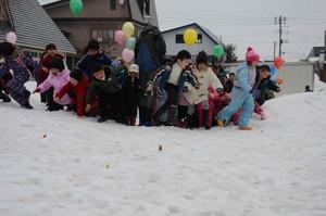 雪の里まつり「雪中宝探し」
