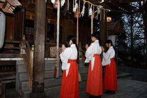 戸澤神社にて巫女