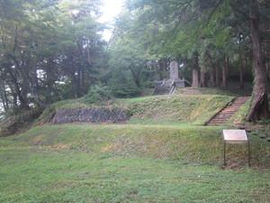 鳥越八幡神社境内土舞台